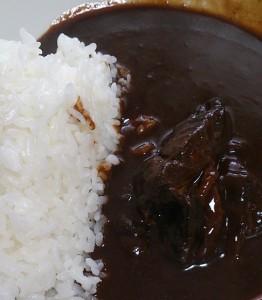 玉ねぎと鶏もも肉の黒カレー2